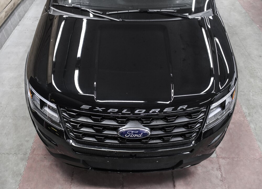 - Ford Explorer Фото №4